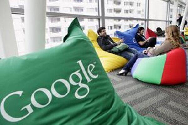 Kúpa Motoroly Mobility za 12,5 miliardy dolárov  je najväčšou investíciou Googlu. YouTube stála 1,65 miliardy.