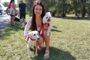 Mirka Hriňáková so svojimi psími slečnami.