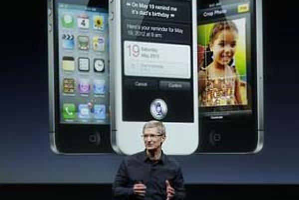 Šéf spoločnosti Apple Tim Cook pri predstavení smartfónu iPhone 4S.