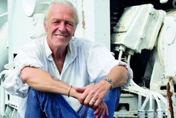 Narodil v Amstelveene v Holandsku. Vyučil sa za kuchára a pred povinnou vojenskou službou ušiel na holandskú obchodnú loď, kde pôsobil ako kuchár. Neskôr žil na Novom Zélande, pridal sa k aktivistom a v sedemdesiatych rokoch na palube lode Fri viedol prot