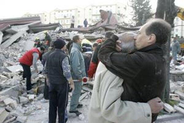 Zemetrasenie v s epicentrom v L'Aquile podľa talianskej prokuratúry vedci podcenili. Hrozí im za to až pätnásť rokov väzenia.