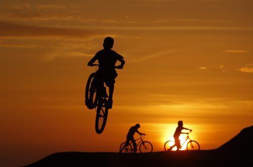 deti-na-bicykloch_reuters.jpg
