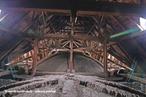 Krovová konštrukcia, ktorá drží strechu.
