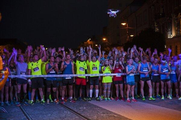 Košice Night Run sa začína o 18.00 hod. pri Dolnej bráne.