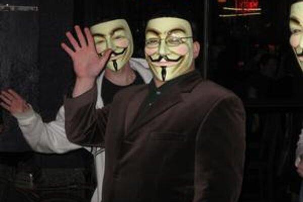 Bledá maska je pre Anonymous typická.