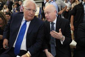 Jason Greenblatt a David Friedman, veľvyslanec USA v Izraeli.
