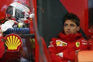 Charles Leclerc zo stajne Ferrari.