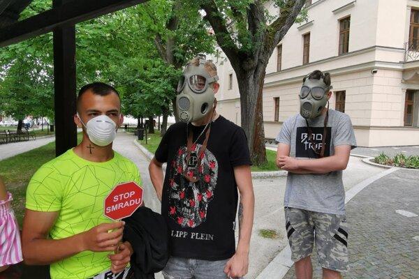 Stop smradu. Júnový protest obyvateľov mesta.