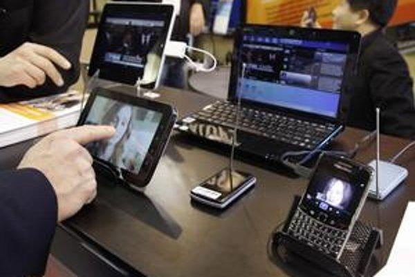 Svetový technologický trh tento rok ovládnu podľa poradenskej spoločnosti Deloitte inteligentné telefóny a tablety. Počítače ustúpia do úzadia.