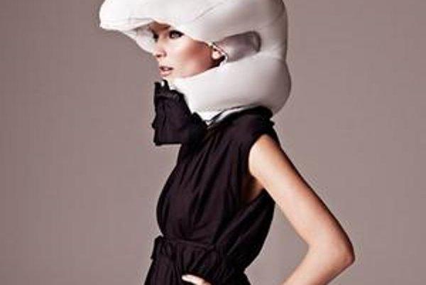 Airbag sa nosí okolo krku. Pri náraze sa má nafúknuť a ochrániť hlavu.