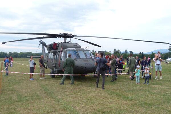 Na leteckom dni v Tomčanoch. Lákadlom bol aj tento americký vrtuľník Ozbrojených síl SR.
