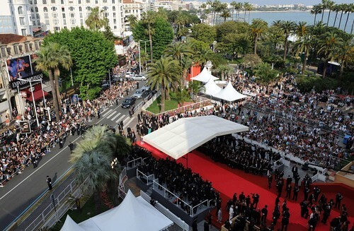 Takto sa v Cannes čaká na projekcie.