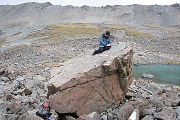 Nánosy, ktoré po sebe zanechali dávne ľadovce, umožnili vystopovať ich cestu.