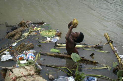 chlapec-rieka-india_tasrap.jpg