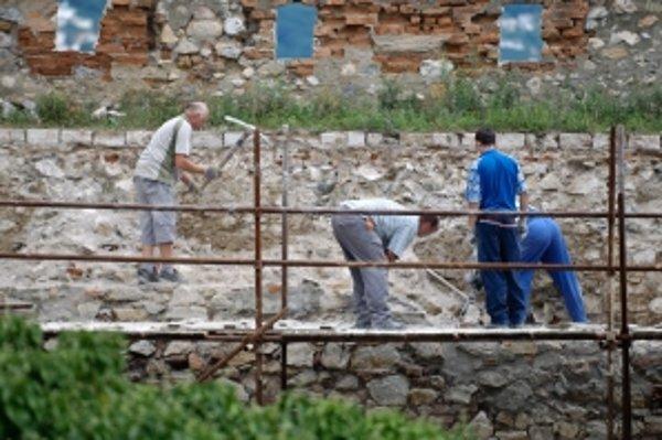Nitriansky hrad je pod drobnohľadom archeológov.