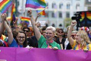 Účastníci Gay Pride sa vydali na takmer dvojkilometrový pochod k sídlu parlamentu.