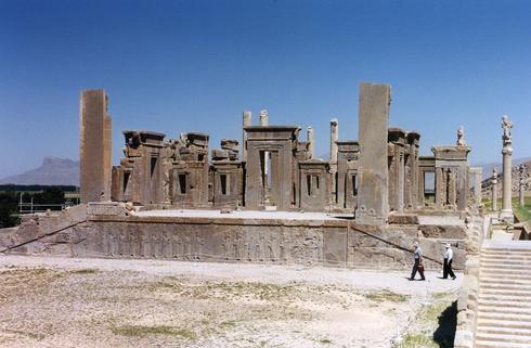 výstavba tohto paláca sa začala približne v roku 515 pred naším letopočtom.