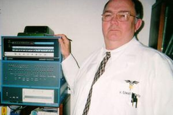 Ed Roberts a jeho počítač.