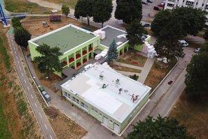 Práce na zateplení strechy na MŠ Na Sihoti.