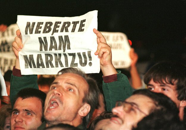 15. september 1998, protest pred TV Markízou.
