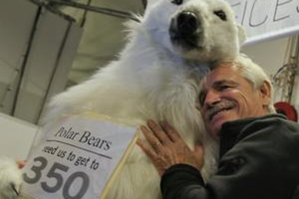 Summit láka davy aktivistov. Podporil ich aj francúzsky fotograf Zeme Yann Arthus-Bertrand.