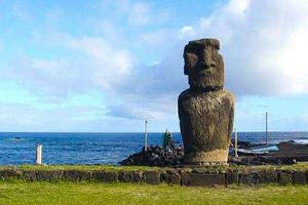 Sochy moai.
