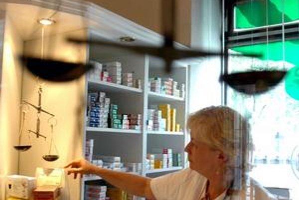 V supermarketoch sa lieky predávať nesmú, ale lekárne budú prijímať aj internetové objednávky.
