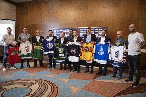 Predstavitelia hokejových klubov, ktoré budú pôsobiť v Slovenskej hokejovej lige.
