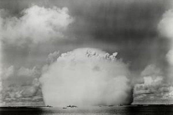Test atómovej bomby na atole Bikiny v roku 1946.