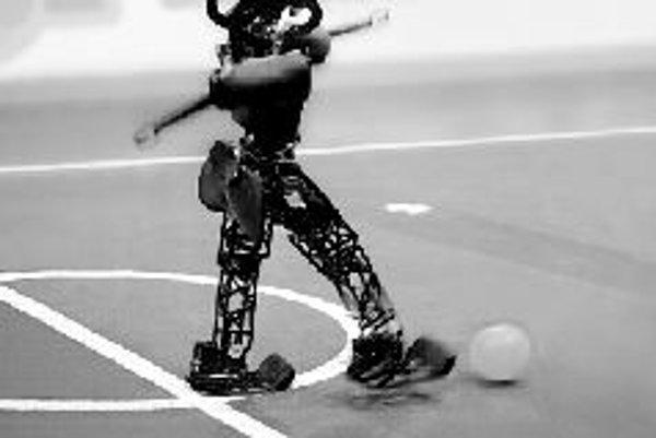 Hráč z ligy kráčajúcich dvojnohých robotov.