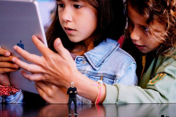 Šéf spoločnosti Apple Tim Cook predstavuje nové produkty, 10. septembra 2019 v Cupertine.  Apple v utorok predstavil nové iPhony 11.
