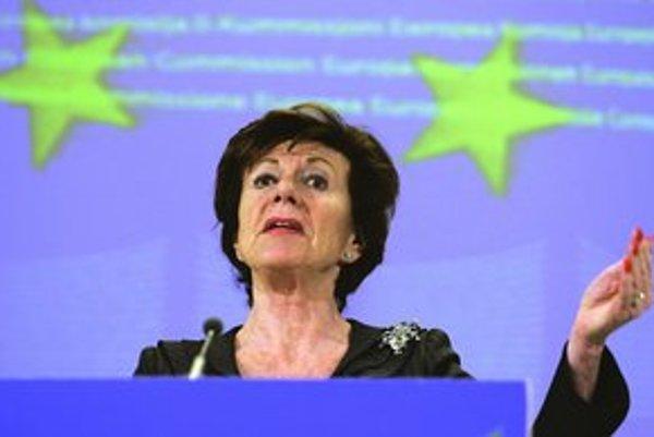Microsoft má zaplatiť 900 miliónov eur za to, že neposlúchol príkaz Európskej komisie sprístupniť informácie o svojom softvéri. Na fotke eurokomisárka Neelie Kroes.