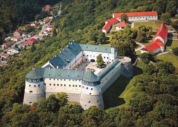 hrad-cerveny-kamen-1_r9619.jpg