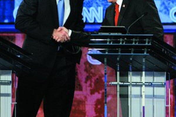 Počas debaty to najviac iskrilo medzi Giulianim (vpravo) a Romneym. Nakoniec si však predsa len podali ruky.