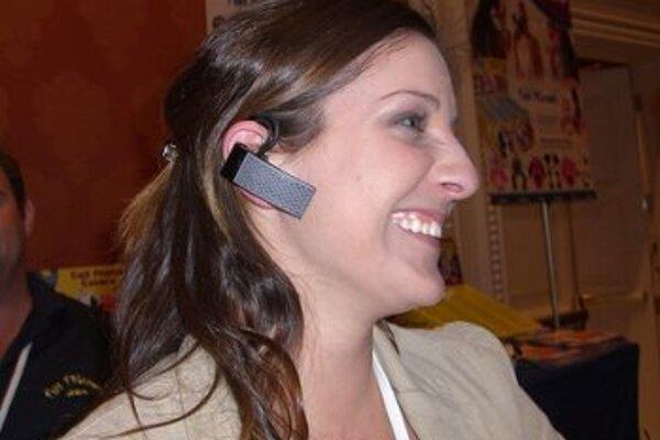 Všetko to začalo potrebou mať voľné ruky pri telefonovaní z mobilu a nebyť pritom zviazaný káblami. Dnes je Bluetooth už v takmer každom elektronickom zariadení.