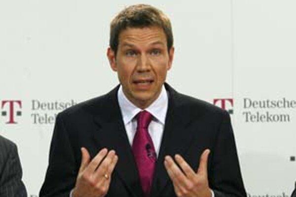 Šéf Deutsche Telekomu René Obermann chce presunúť 50–tisíc ľúdí k subdodávateľom.