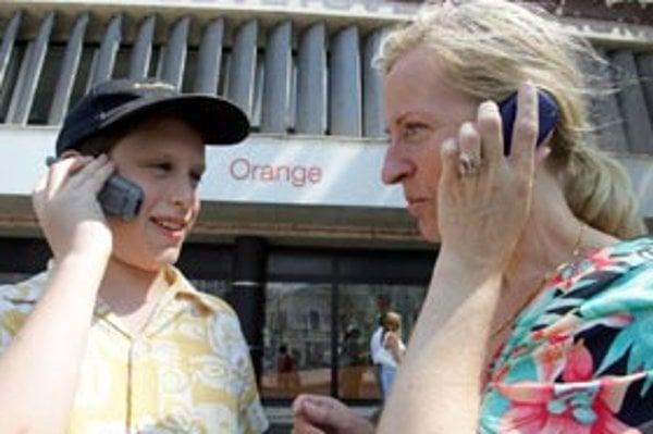 Orange a T-Mobile vyžadujú od zákazníkov údaje, ktoré nemusia pýtať.