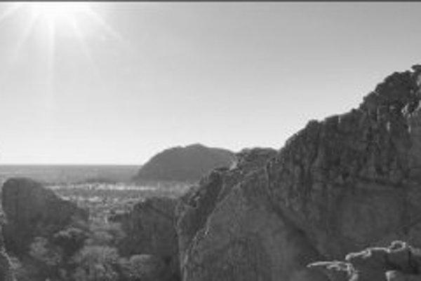 Pohľad na časť Tsodilských vŕškov, posvätného miesta Sanov.