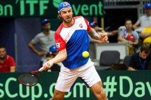 Andrej Martin proti Švajčiarovi Henrimu Laaksonenovi v druhej dvojhre zápasu 1. skupiny euro-africkej zóny Davisovho pohára tenisových družstiev Slovensko - Švajčiarsko.