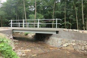 Nový most vybudovali nad Tužinkou.
