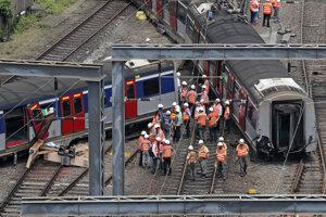 Pri nehode sa zranilo osem ľudí.