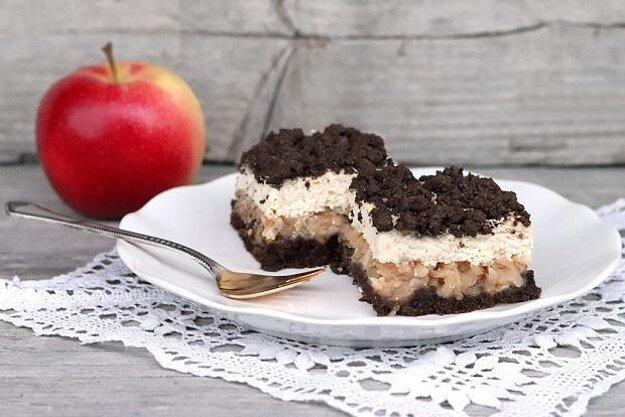 Babkin strúhaný kakaovo-tvarohový koláč s jablkami