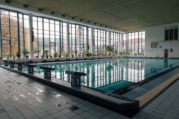 Novozámocká plaváreň.