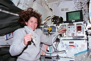 Mary Weberová v raketopláne.