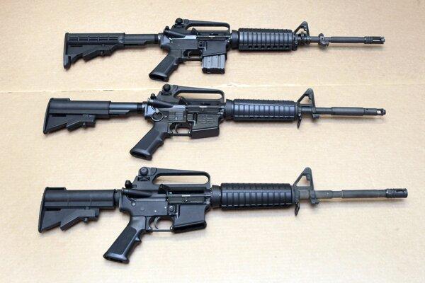 Útočné pušky Colt AR-15.