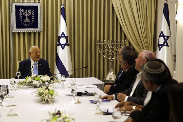 Prezident Reuven Rivlin debatuje s členmi strany Likud.