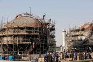 Po útoku na ropné zariadenia sa znížila saudskoarabská produkcia ropy o polovicu.