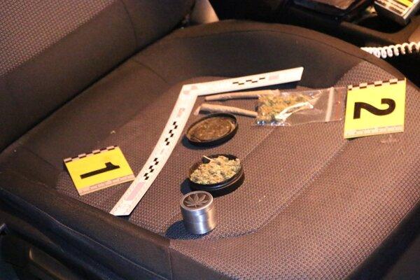 U jedného z vodičov našli takúto zásobu.