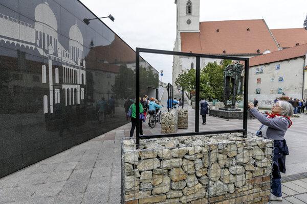 Pamätník obetiam holokaustu v Bratislave.