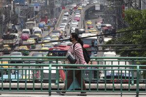 Bangkok trápi smog, zápchy aj záplavy.